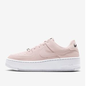 Women's Air Force 1 low sage Sneaker
